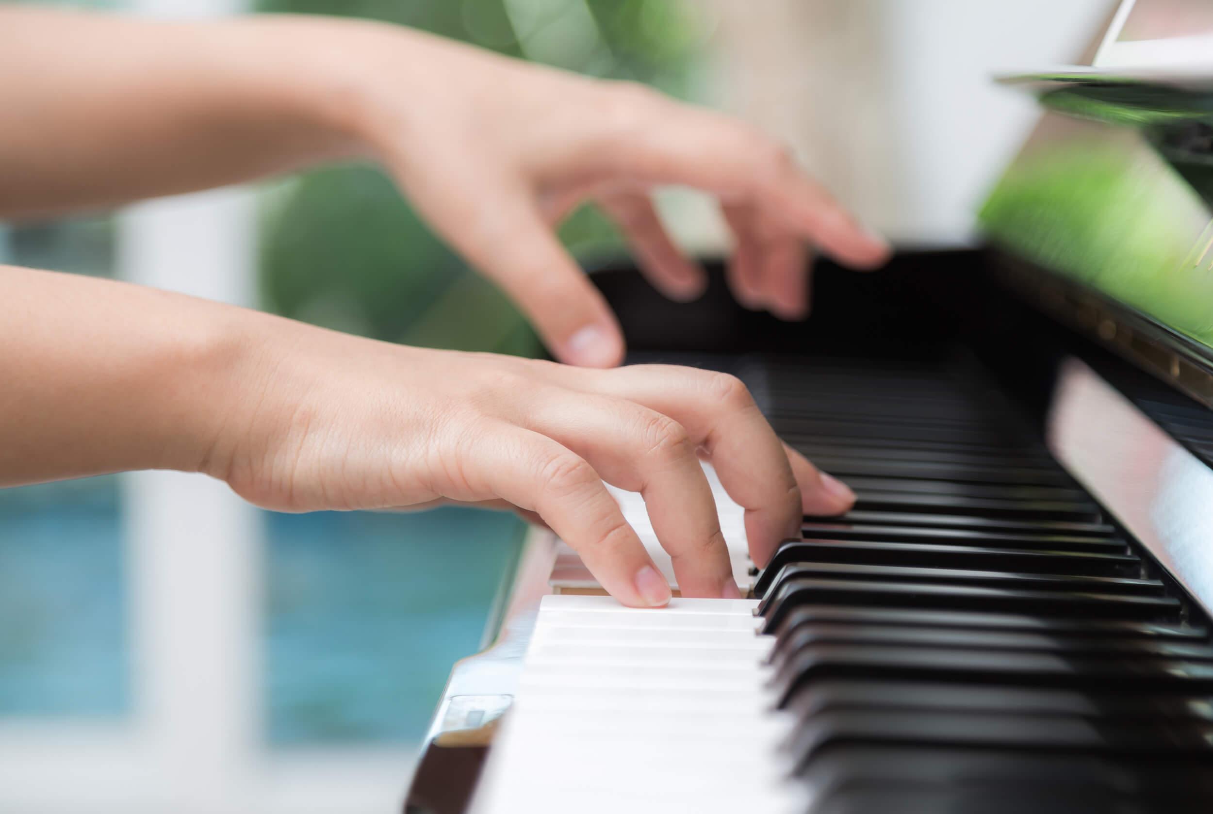 10 fingre spiller klaver